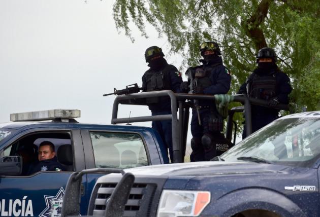 policia-mexicana-escolta-viajeros-carreteras-muerte_2_2319677